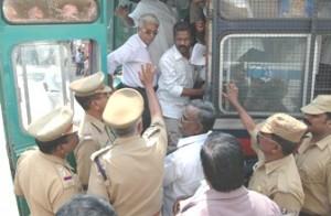 Police Arresting the Activists / போராட்டக்காரர்கள் கைது
